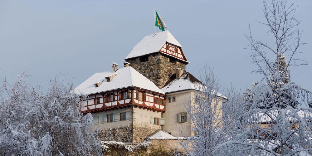 Die historischen Schlossmauern bieten das perfekte Ambiente für ein besinnliches Einstimmen auf Heiligabend.