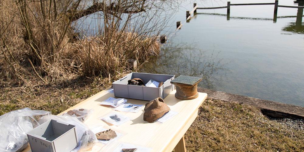 Das Amt für Archäologie präsentierte am Nussbaumersee ihre Funde von den archäologischen Tauchgängen.