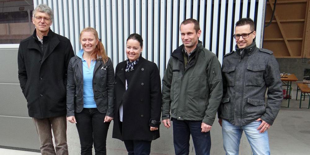 v.l.n.r. Markus Krattiger, Präsident der Thurgauer Holzbauer, Maria Brühwiler Inhaberin der Brühwiler Sägewerk und Fensterholz AG, Regierungsrätin Carmen Haag, Kantonsforstingenieur Daniel Böhi und Rolf Auer, Geschäftsführer der Lignum Thurgau, machten sich für Schweizer Holz stark.