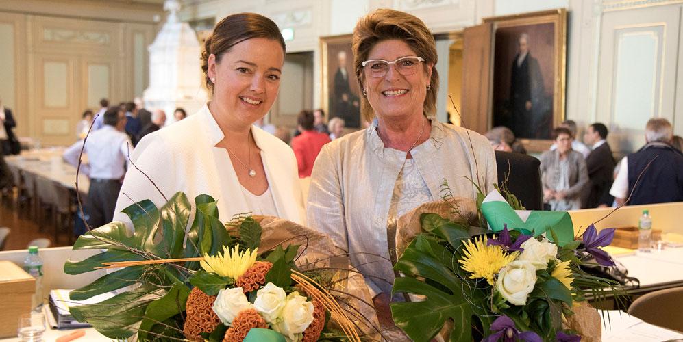 Die neu gewählte Regierungspräsidentin Carmen Haag und die neu gewählte Präsidentin des Grossen Rates, Heidi Grau-Lanz.