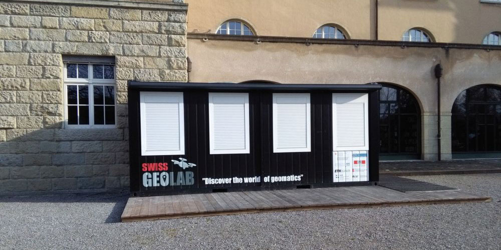 Der Container von SwissGeoLab steht derzeit auf dem Gelände der Kantonsschule in Frauenfeld.