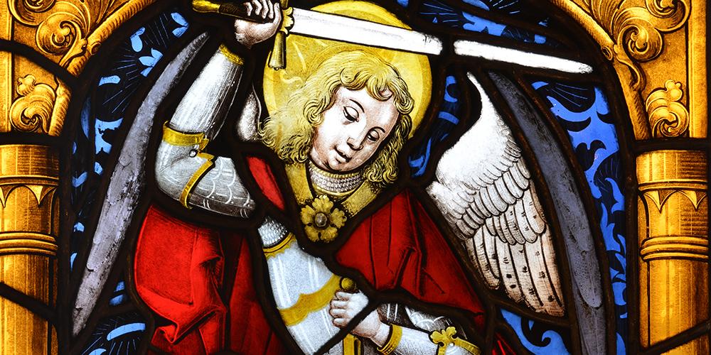 Erzengel Michael mit der Seelenwage versinnbildlicht die Allgegenwart des Todes.