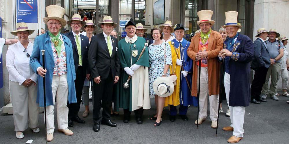 Am Bahnhof in Vevey wurde die Thurgauer Delegation, angeführt vom Regierungsrat, von den Vertretern des Fête des Vignerons empfangen.